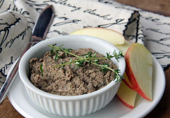 liver pate with apple slices